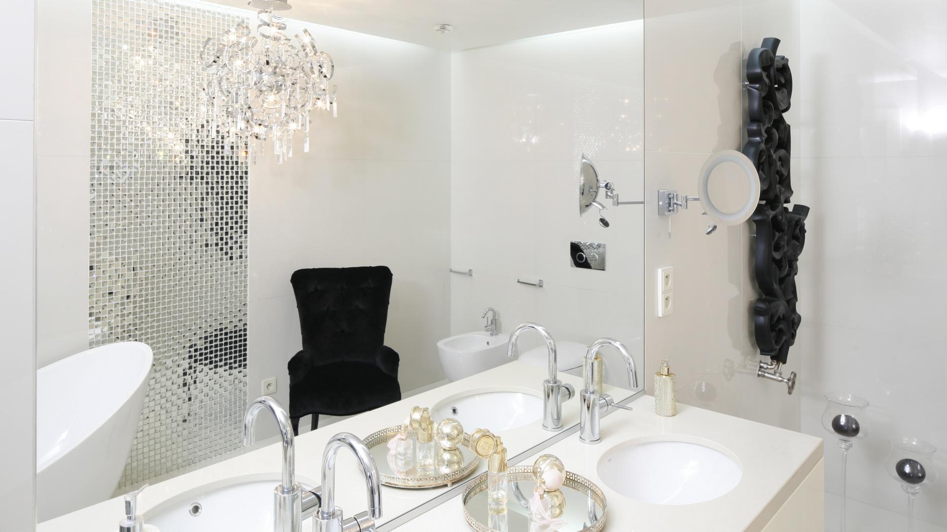 Nowoczesna łazienka....  Nowoczesna łazienka - 10 projektów w bieli i szarościach  Strona: 4
