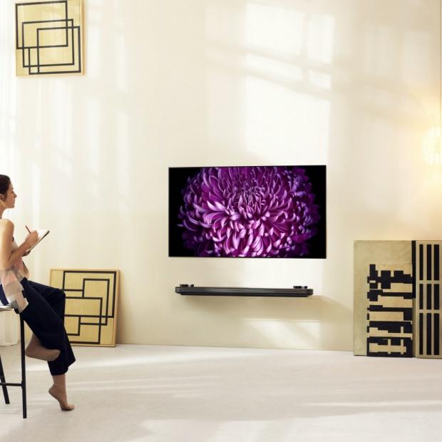 Telewizor przyklejany do ściany - nowość na europejskim rynku