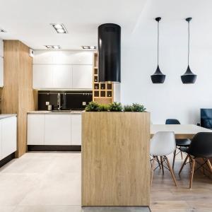 Jadalnia na granicy kuchni i salonu. Fot. Studio SUŁOWICZ Max Kuchnie