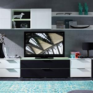 Multimedialne meble do salonu. Zestaw Median. Fot. Black Red White