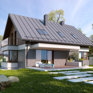 Elewację ogrodową wykończono białym tynkiem, płytkami elewacyjnymi i elementami szalówki drewnianej. Całość prezentuje się nowocześnie i elegancko. Fot. Archetyp