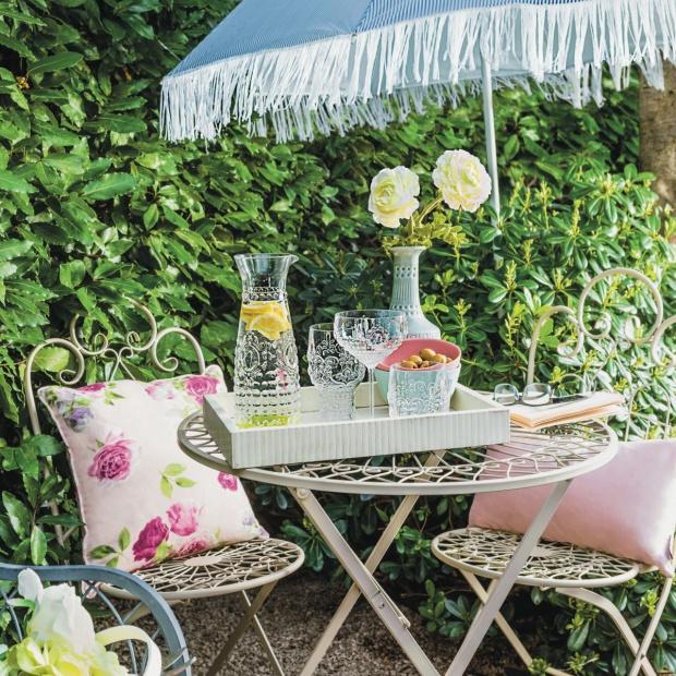 Przygotuj ogród na wiosnę - modne meble i dodatki
