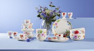 Spraw, by Twoje mieszkanie rozkwitło! Wśród nowości znajdziesz naczynia, pościel i dekoracje w pięknych kwiatowych wzorach. Wiosenny wystrój doskonale uzupełnią jasne meble w ponadczasowym rustykalnym stylu.