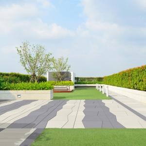 """W nowoczesnych ogrodach królują geometria, oryginalność i minimalizm wraz z zasadą """"mniej znaczy więcej"""". Na zdjęciu: płyta Multi i Style, Modern Line"""
