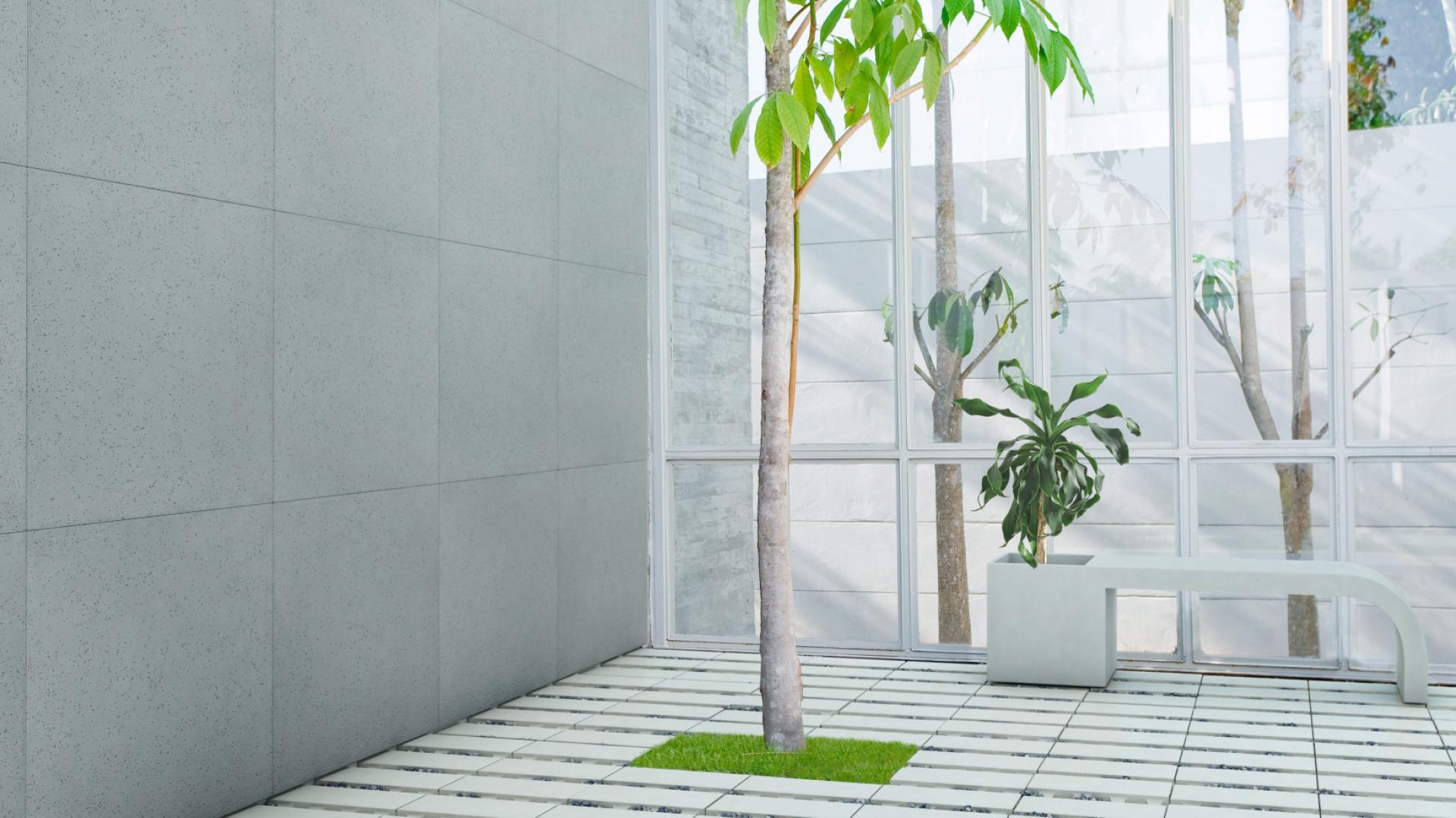 Tarasy w stylu nowoczesnym są oszczędne w doborze niemal wszystkiego: materiałów, kształtów, kolorów czy dodatków. Unikają nadmiaru, wystrzegając się w ten sposób niepożądanego efektu chaosu. Tak jak w przypadku ogrodów dominuje na nich prostota, geometryczny kształt i minimalizm. Beton to idealne uzupełnienie tych przestrzeni. Na zdjęciu: płyta ecoSolid, Slim (sciana), Ławodonica Harmony, Modern Line