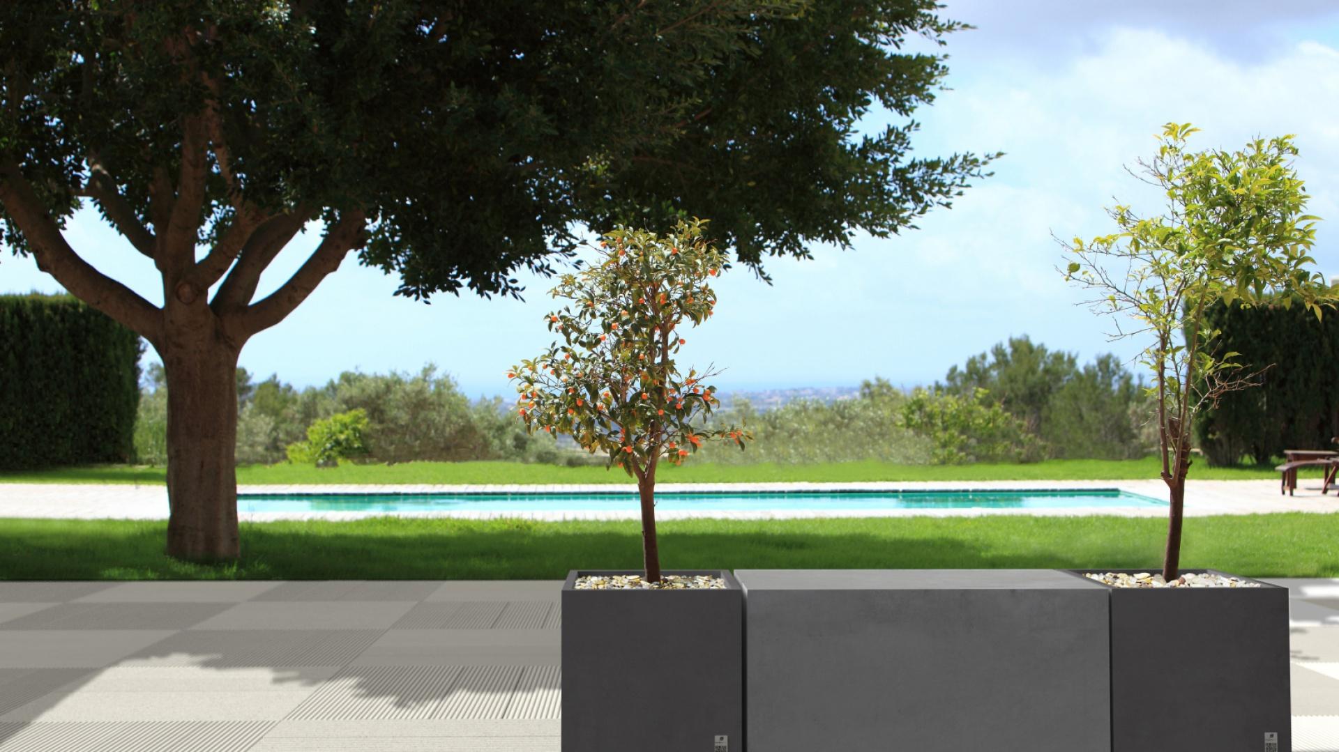 Nowoczesne nawierzchnie z betonu to materiał zarówno dla tych, którzy lubią rozwiązania minimalistyczne, jak i dla tych liczących na awangardowość. Zarówno proste, kubiczne kształty, jak i te bardziej skomplikowane, ale wciąż oscylujące wokół geometrii, pozwalają na kreowanie wielu wzorów– a to wszystko w ramach obowiązujących nowoczesnych trendów. Na zdjęciu: płyta Style, Donica Regular z podstawką, Box Regular, Modern Line.