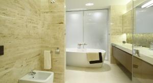 Beże to kolory, które Polacy kochają nieprzerwanie. Najchętniej urządzamy w beżach łazienki, bo to wybór bezpieczny i ponadczasowy.
