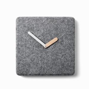 Nowoczesny zegar wykonany z filcu. Fot. Menu
