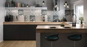 Surowa stylistyka cementu z intensywnymi geometrycznymi dekoracjami to połączenie dwóch najgorętszych trendów we wzornictwie. Fantazyjne wzory płytek pozwalają na dużą swobodę w projektowaniu wnętrz, które może okazać się fascynującą zaba