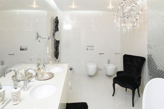 Łazienka w bieli: 15 pięknych projektów