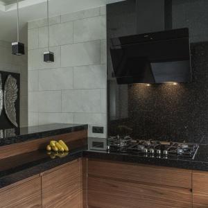 Dekoracja ściany nad blatem w kuchni. Projekt: Anna Nowak-Paziewska, Pracownia MAFgroup. Fot. Emi Karpowicz