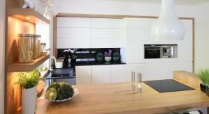 Jaki okap do kuchni wybrać? Jak zaaranżować strefę zmywania? Zobaczcie nasze porady i inspiracje.