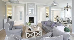 Salon z jadalnią to połączenie, które sprawdzi się zarówno w małym mieszkaniu, jak też w przestronnym domu. Zobaczcie wnętrza, które zaprojektowali polscy architekci wnętrz.