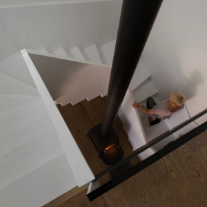 Na poddasze prowadzą nowoczesne w kształcie, białe schody. Projekt: Ola Wołczyk. Fot. Hanna Długosz