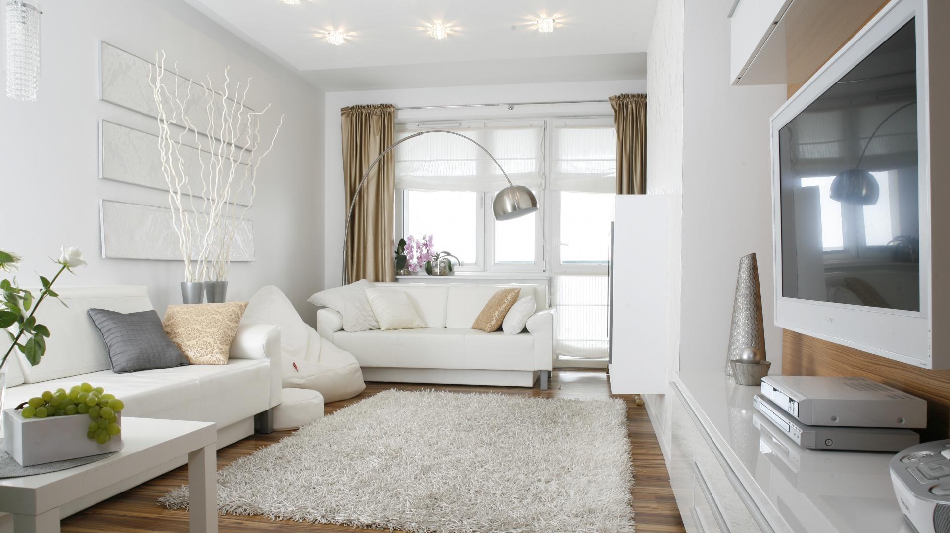 Białe ściany we wnętrzu. Projekt: Małgorzata Mazur. Fot. Bartosz Jarosz