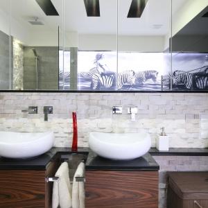 Aranżacja łazienki: pomysł na umywalkę. Projekt: Małgorzata Mazur. Fot. Bartosz Jarosz