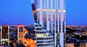 Po 29 miesiącach intensywnych prac przy udziale setek osób Złota 44 otrzymała zgodę na użytkowanie. Najwyższy w Unii Europejskiej mieszkalny budynek, zaprojektowany przez słynnego architekta Daniela Libeskinda, został wskrzeszony i jest gotów, b