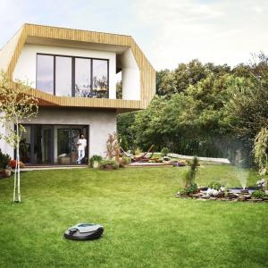 Inteligentny ogród - automatyczne koszenie i podlewanie. Fot. Gardena