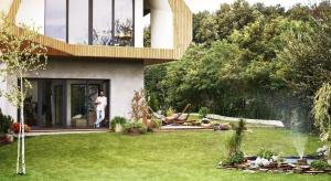 Zdalne koszenie trawnika i nawadnianie ogrodu za pomocą aplikacji – teraz to możliwe. Gardena smart system daje możliwość kontrolowania swojego ogrodu za pomocą telefonu lub przeglądarki internetowej.