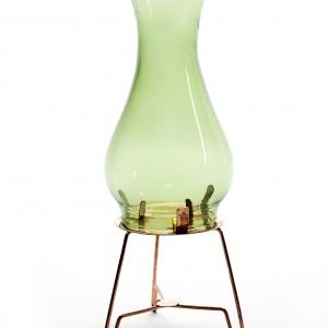 Świeczniki na tealight Serax Vintage przypominają naftowe lampki. Dostępne w różnych rozmiarach i kolorach. Od 85 zł. Fot. Serax
