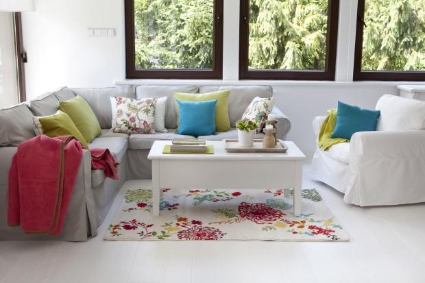 Salon na wiosnę - odmień go za pomocą tkanin!