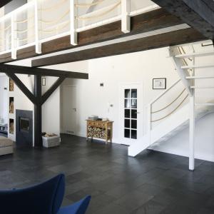Pomysł na schody w domu. Projekt: Kamila Paszkiewicz. Fot. Bartosz Jarosz