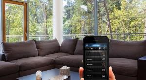 Samodzielne kamery, czujniki z alarmem, sterowniki oświetlenia lub ogrzewania – traktowane osobno, odchodzą do lamusa. W czasach domowej inteligencji liczy się wielofunkcyjność.