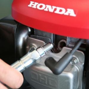 kosiarka Honda HRX_swieca zapolonowa.JPG
