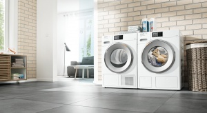 Rewolucyjny dwufazowy system automatycznego dozowania detergentów, umożliwia za pomocą jednego przycisku dobranie odpowiedniej ilość detergentu w zależności od cyklu prania, rodzaju załadunku i stopnia zabrudzenia tkanin.