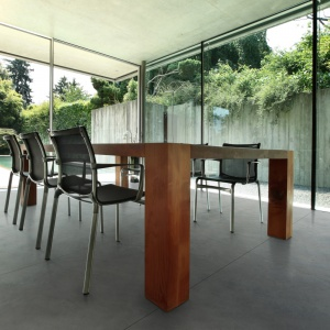 W nowoczesnych mieszkaniach betonowe płyty z powodzeniem zastąpią panele, parkiety i ceramikę. Dzięki nim, przestrzeń zysk na awangardowości. Na zdjęciu: płyta Slim Modern Line