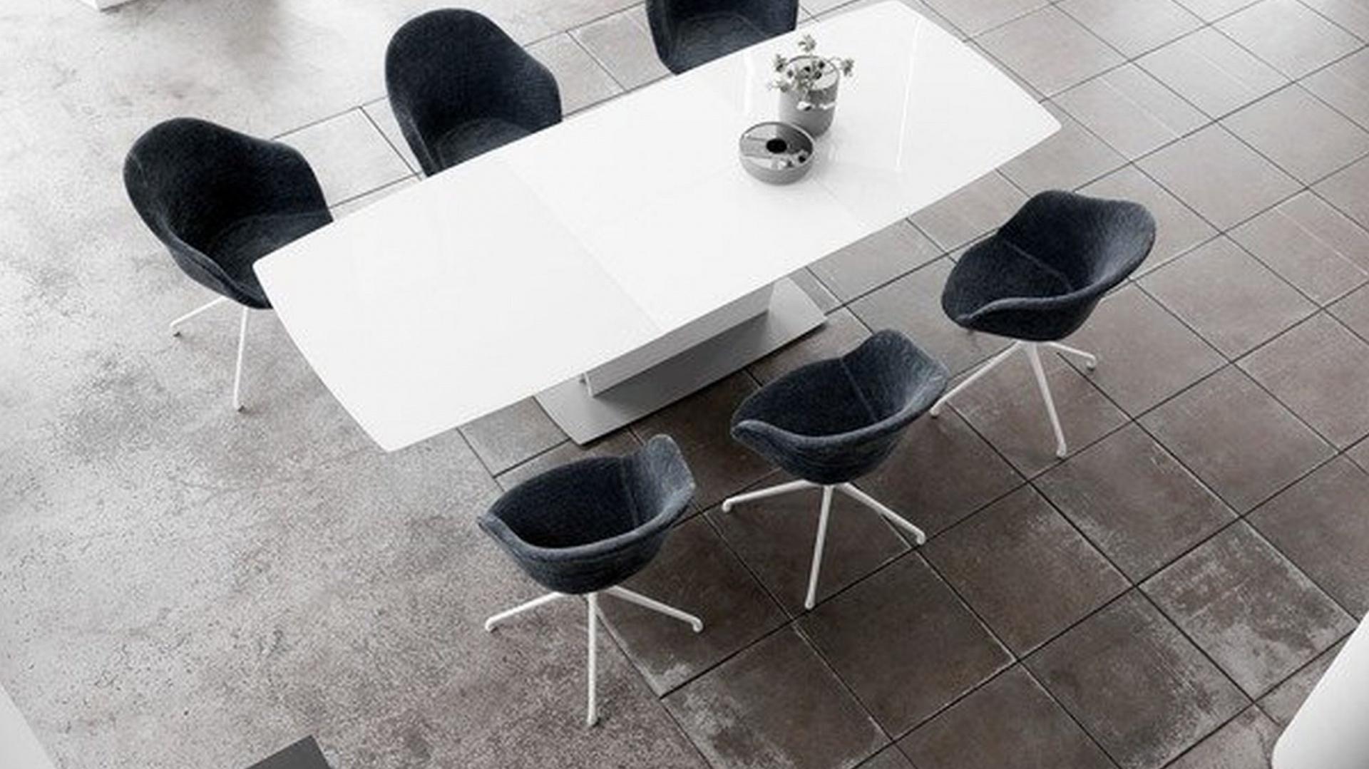 Aranżacja jadalni: wybór stołu. Fot. BoConcept