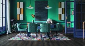 Nowoczesne podłogi laminowane potrafią dokładnie odwzorowywać fakturę i rysunek naturalnych materiałów. Do złudzenia przypominają drewno, kamień czy płytki ceramiczne.