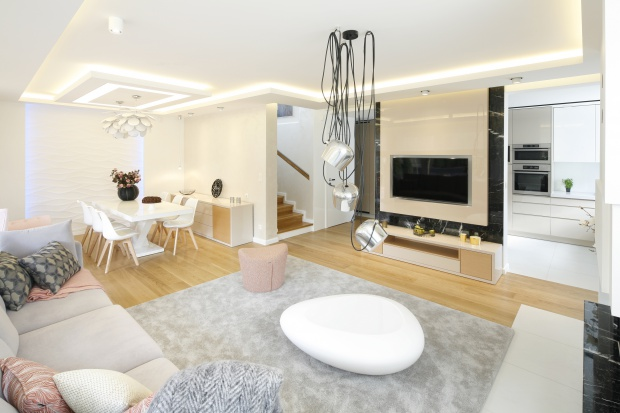 Piękne oświetlenie nie tylko stworzy wyjątkowy klimat w salonie, ale także może zdecydować o charakterze całej aranżacji.