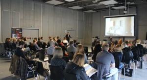 Pierwsze szkolenie w ramach Studia Dobrych Rozwiązań w Opolu to była solidna dawka wiedzy. 21 marca spotkaliśmy się w Centrum Wystawienniczo-Kongresowym, by podzielić się dobrymi praktykami i rozwiązaniami z zakresu projektowania wnętrz i archite