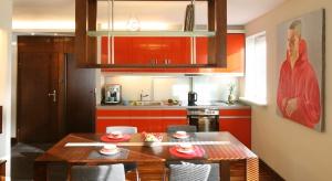 Czasem niewielka zmiana wystarczy, aby odmienić klimat naszego mieszkania. W kuchni i jadalni, dzięki kolorowym naczyniom, akcesoriom i dodatkom, łatwo i szybko stworzymy wiosenną atmosferę.