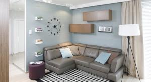 Półki czy regały na książki mogą być nie tylko praktycznym elementem wyposażenia, ale także stanowić ciekawą dekorację wnętrza.