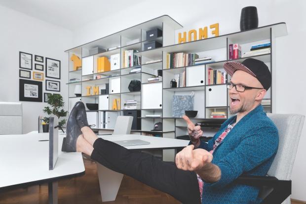 Tomasz Pągowski o swoim domowym biurze. Zobacz wideo
