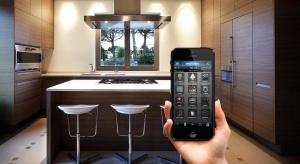 Wygoda, jaką zapewnia kontrolowanie z poziomu smartfona tego, co się dzieje w mieszkaniu sprawia, że rozwiązania smart home stają się coraz bardziej powszechne. Inteligentna staje się również kuchnia.