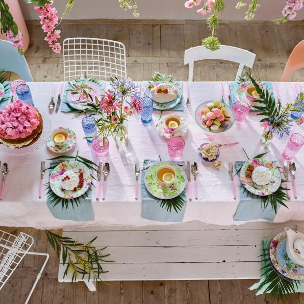 Wiosna na stole – postaw na pastelowe kolory