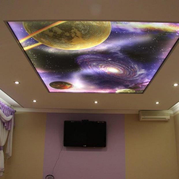 Zobacz, jak urządzić sufit podświetlany