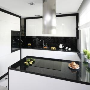 Modna kuchnia: AGD w czarnym kolorze. Projekt: Katarzyna Mikulska-Sękalska. Fot. Bartosz Jarosz