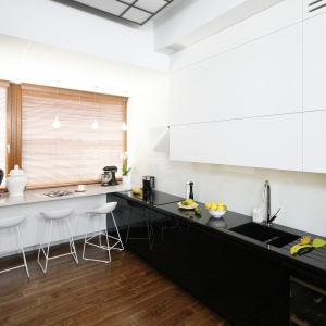 Modna kuchnia: AGD w czarnym kolorze. Projekt: Monika i Adam Bronikowscy. Fot. Bartosz Jarosz