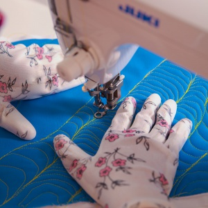 Pikowanie tkanin. Fot. JUKI