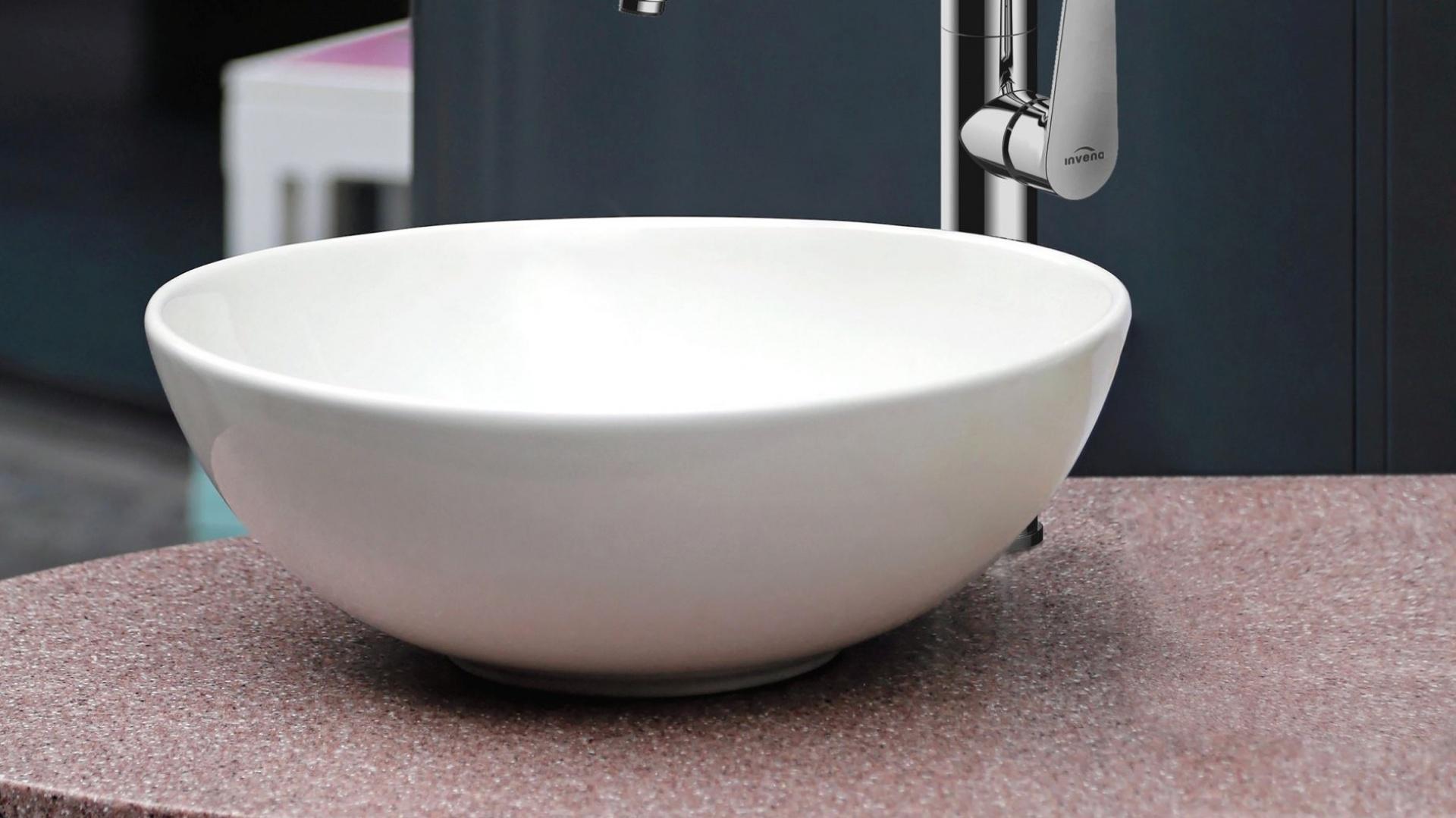 Bateria umywalkowa Dokos z bocznym mieszaczem. Fot. Invena.