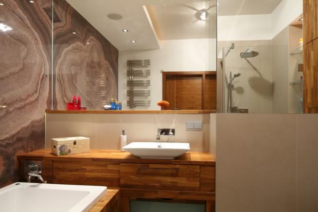 Lustro w łazience: zobacz, jak optycznie powiększyć wnętrze