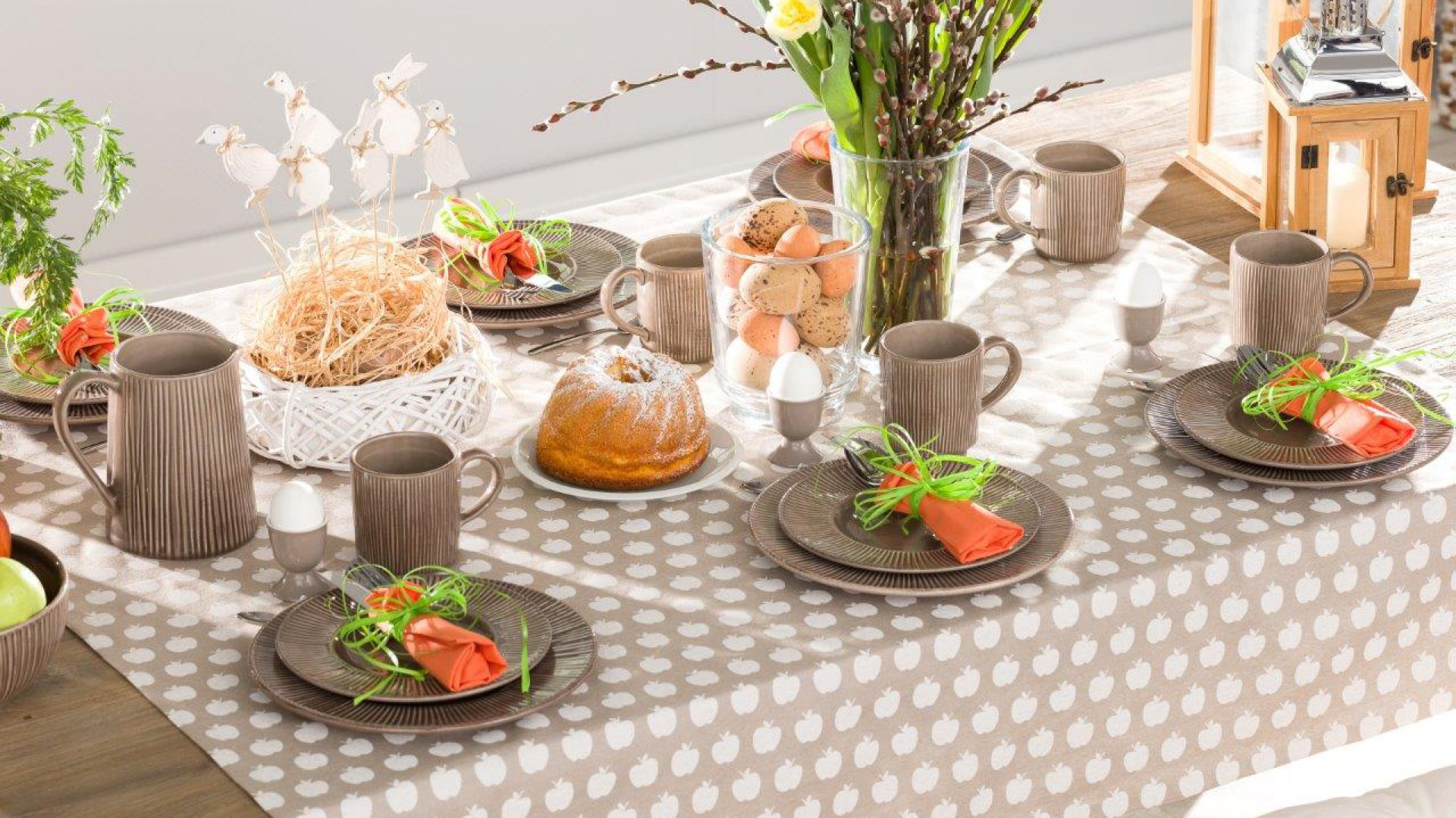 Zastawa obiadowa z kolekcji Simple Cottage Brown. Fot. Dekoria
