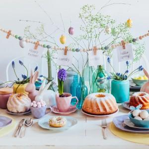 Pomysł na dekorację świątecznego stołu. Fot. Duka