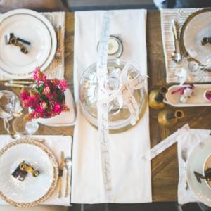 Pomysł na dekorację świątecznego stołu. Fot. HOUSE&more