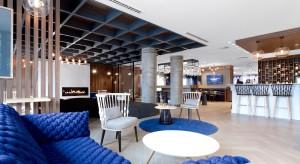 Eleganckie wnętrza hotelowe zostały zaaranżowane z myślą o wygodzie gości odwiedzających Gdańsk. Znajdziemy tu nie tylko unikalny design, ale również harmonijnie zagospodarowaną przestrzeń.<br /><br />