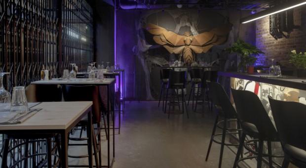 Niezwykłe wnętrze baru Ćma by Mateusz Gessler